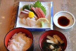 カフェレストラン『ピアノピアーノ』刺身定食