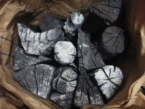 囲炉裏プランの炭