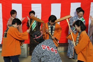塩原温泉奉納女将餅つき祭