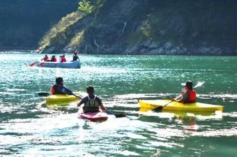 カヤックとEボート体験ツアー